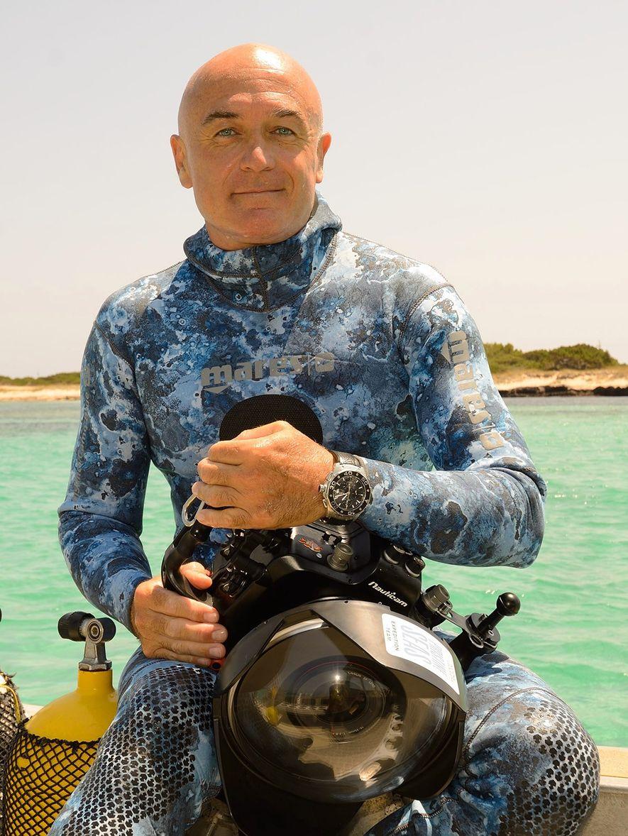 El cámara submarino de National Geographic, Manu San Félix.