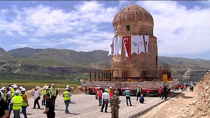 VÍDEO: Cómo mover una tumba de 1.000 toneladas