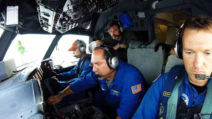 Estos temerarios vuelan en el interior del huracán Irma por la ciencia
