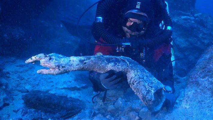 Varias estatuas y un misterioso disco han sido hallados en un naufragio en las costas de ...