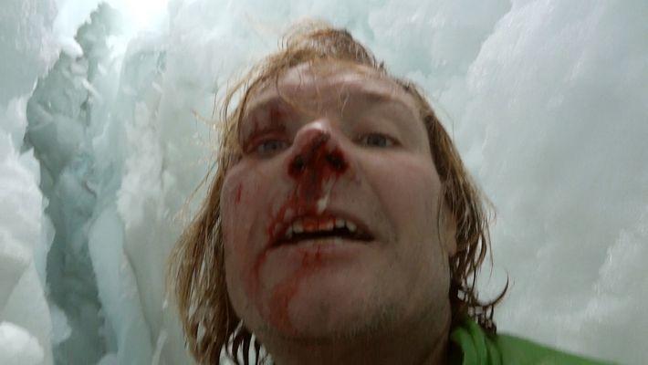 Este científico se graba tras caer por una grieta de 21 metros de profundidad