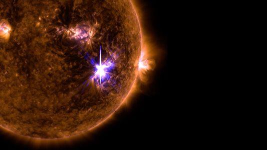 Imágenes de la fulguración solar más intensa en una década