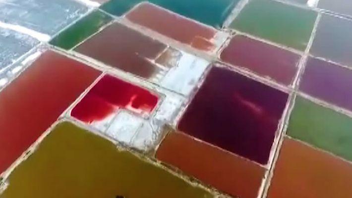 Los bellos cambios de color del lago Xiechi, un lago salado de 500 millones de años