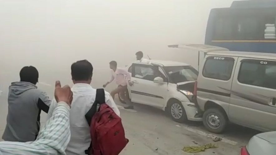 La contaminación en la India provoca accidentes de tráfico