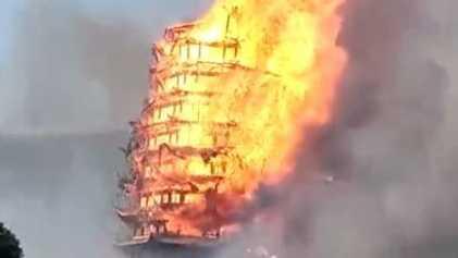 La pagoda más alta de Asia, consumida por las llamas