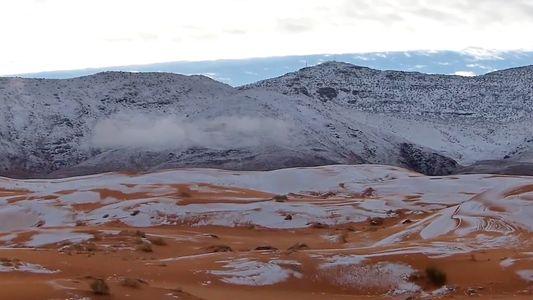 Raras imágenes de nieve en el Sáhara