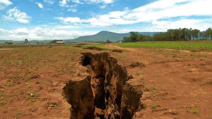 ¿Por qué se ha abierto una enorme grieta en el suelo de Kenia?