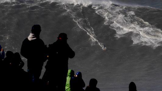 VÍDEO: Rodrigo Koxa bate records con la ola más grande jamás surfeada (24,3 metros)