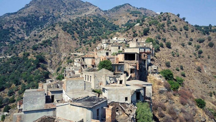 Explora una ciudad fantasma del sur de Italia