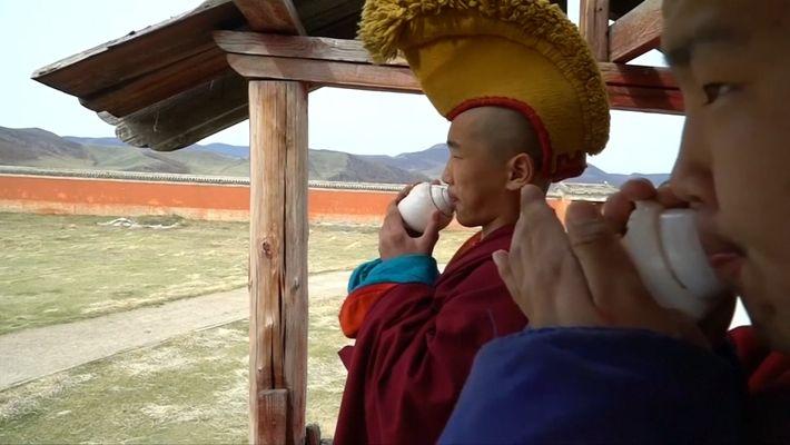 Los monjes milenial que se adaptan al mundo modernizado