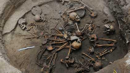 Descubiertos esqueletos preaztecas dispuestos en espiral