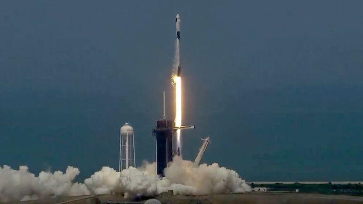 Así fue el histórico lanzamiento tripulado de SpaceX