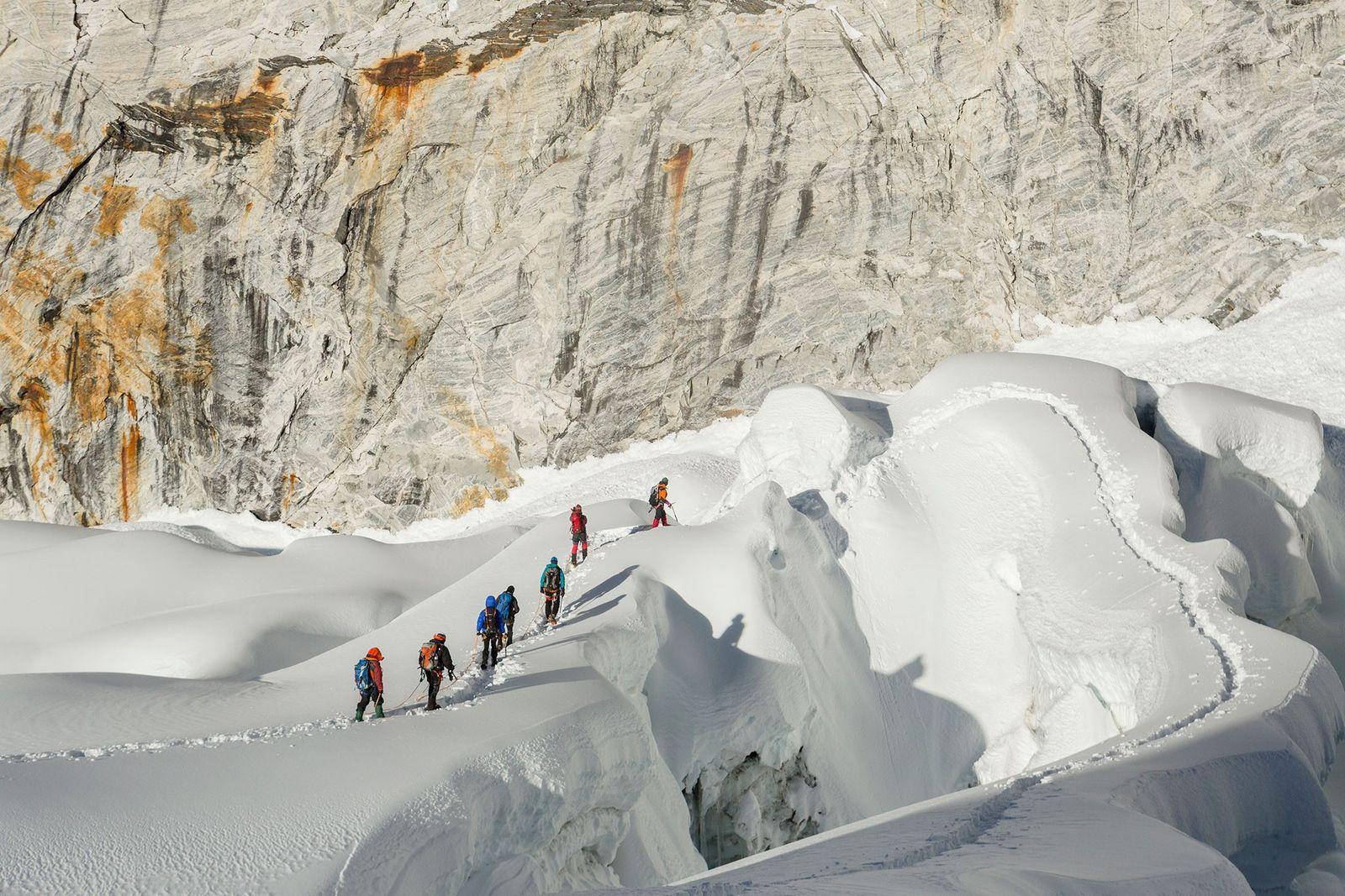 Imagen de guías de montañismo y montañeros en Imja Tse, Nepal
