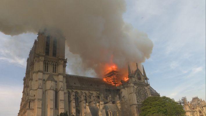 Notre Dame: La increíble carrera contra el infierno (3)