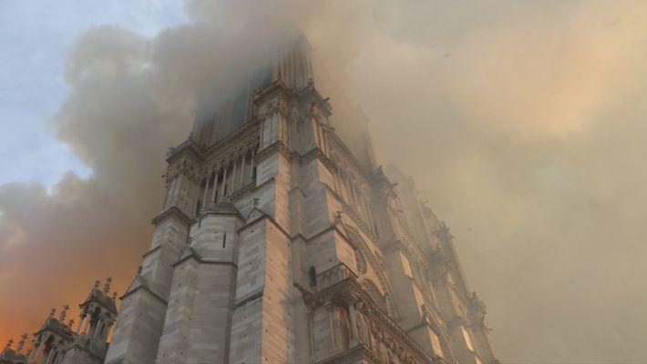 Notre Dame: La increíble carrera contra el infierno