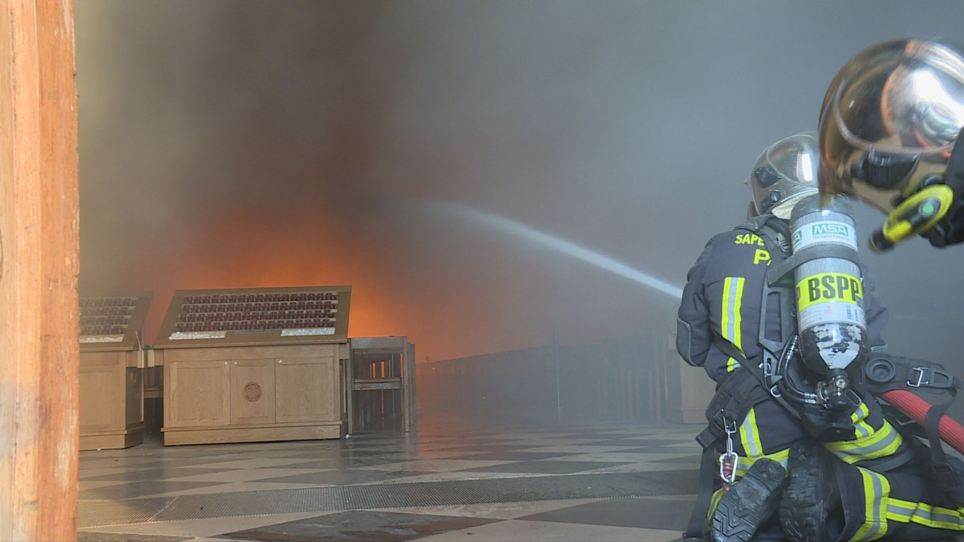 Notre Dame: La increíble carrera contra el infierno (2)
