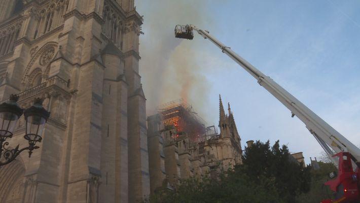 Notre Dame: La increíble carrera contra el infierno (1)