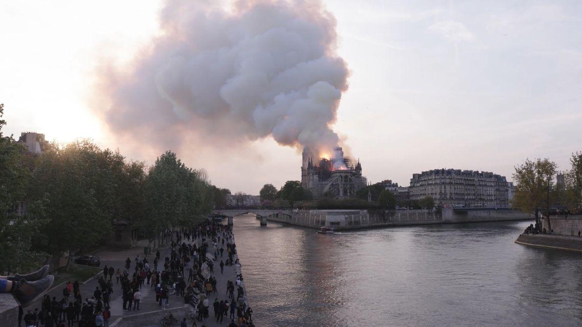 Escenas del incendio de Notre Dame