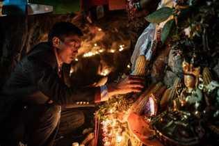 Para celebrar el Fairy Festival y la llegada de la primavera, la etnia Nu, Lisu, y ...