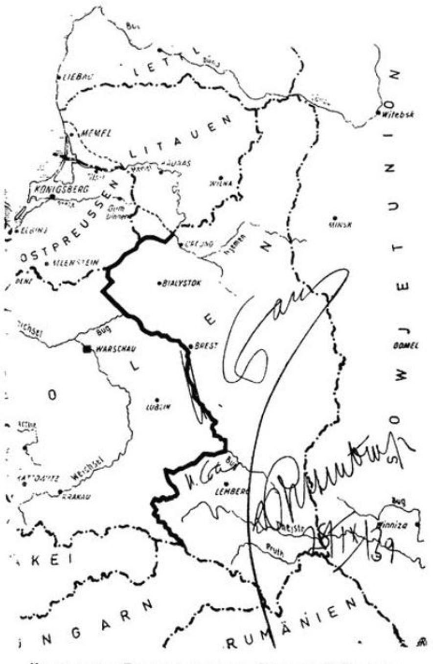 El Tratado fronterizo germano-soviético fue un segundo protocolo suplementario en el marco del Pacto Molotov-Ribbentrop del 23 de agosto. Era una cláusula secreta publicada el 28 de septiembre de 1939. Esta foto del documento fue tomada por la defensa de von Ribbentrop y Hermann Göring en los Juicios de Nuremberg en 1946.