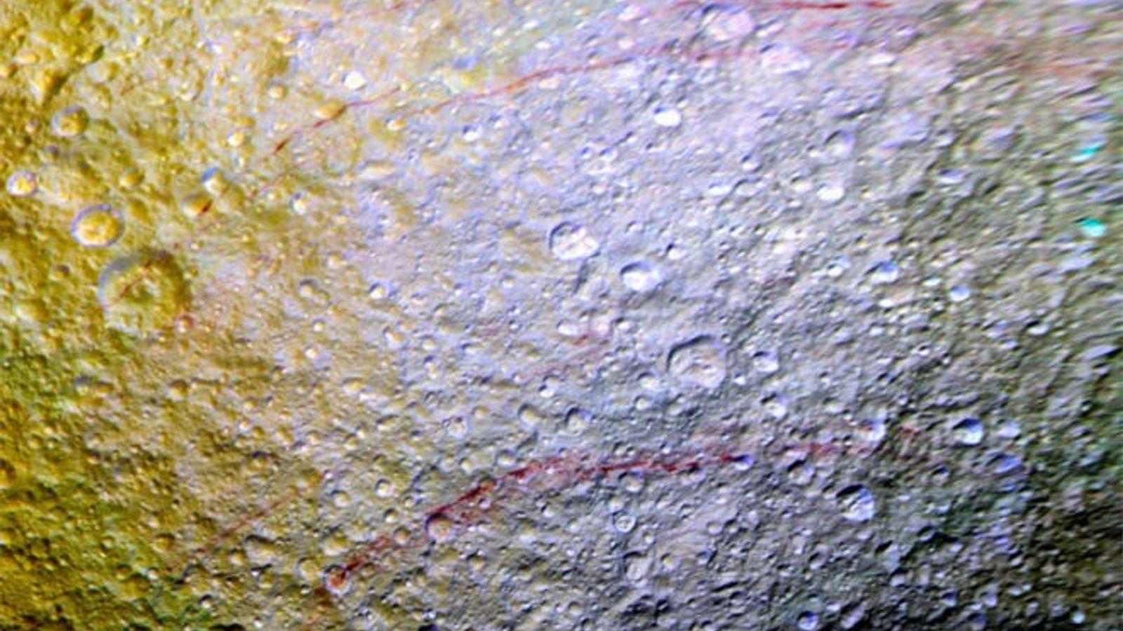 Luna Tetis, Saturno