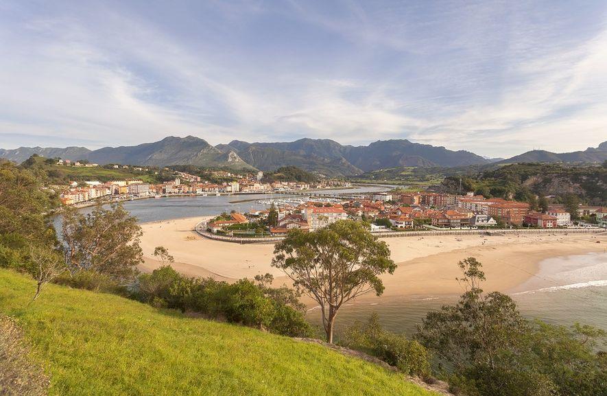 Estas preciosas vistas de Ribadesella pueden disfrutarse desde la Ermita de la Guía, que se ha ...