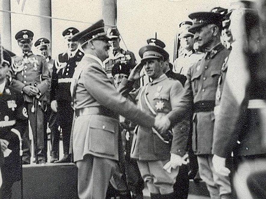 Hitler saluda a Queipo de Llano durante la visita del general a Berlín.