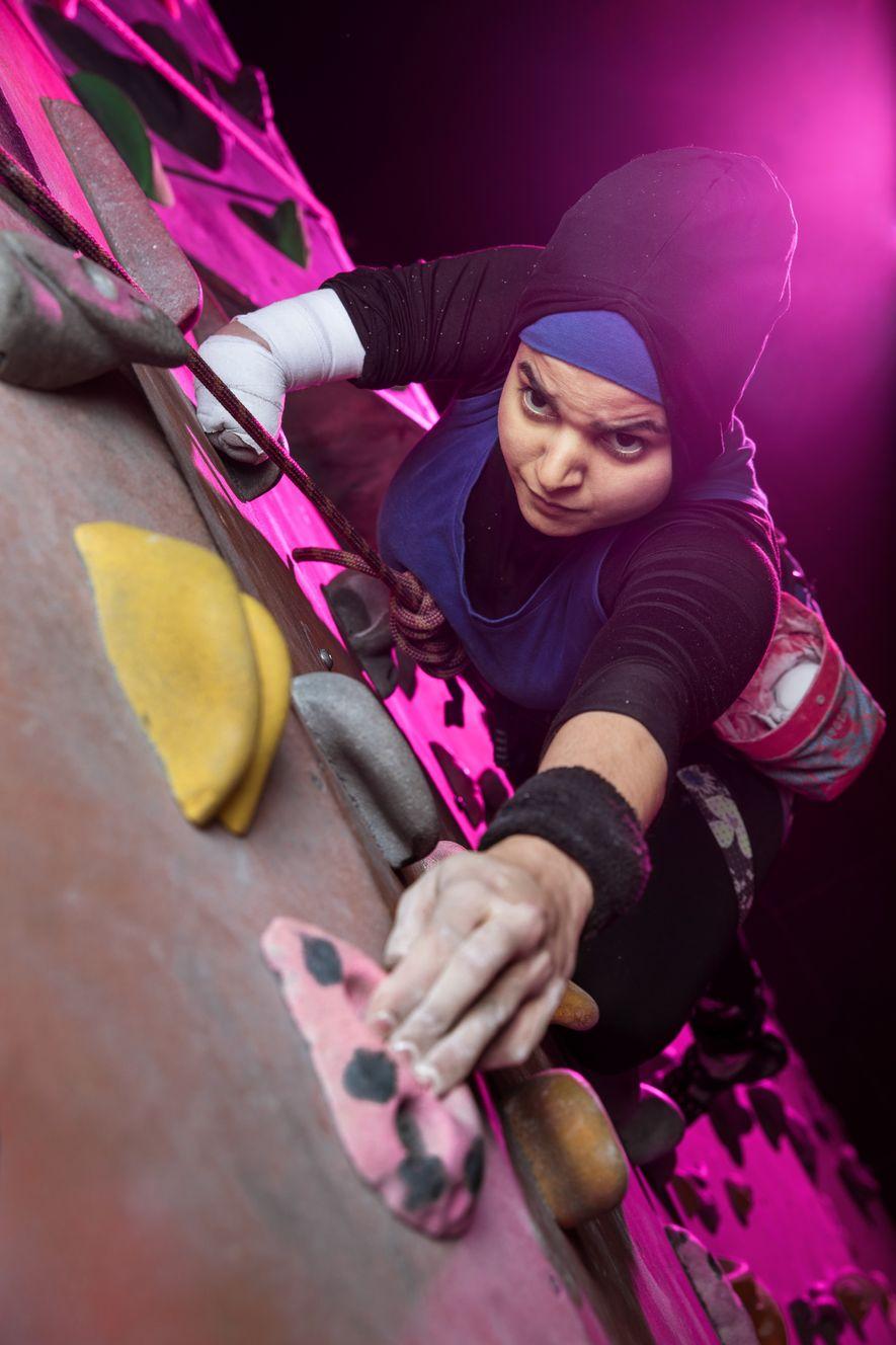 La paraescaladora británica Anoushé Husain ganó el premio Asian Women of Achievement Award 2017 en la ...