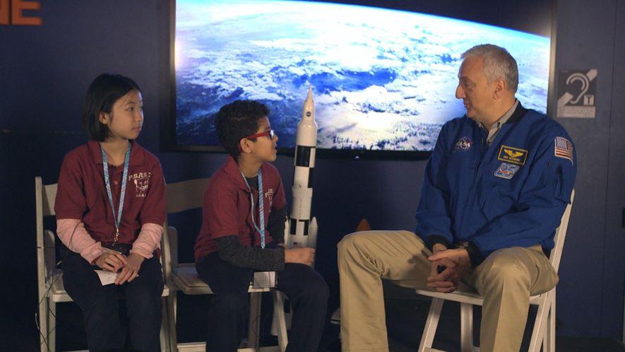 El astronauta Mike Massimino cuenta su experiencia viviendo en el espacio