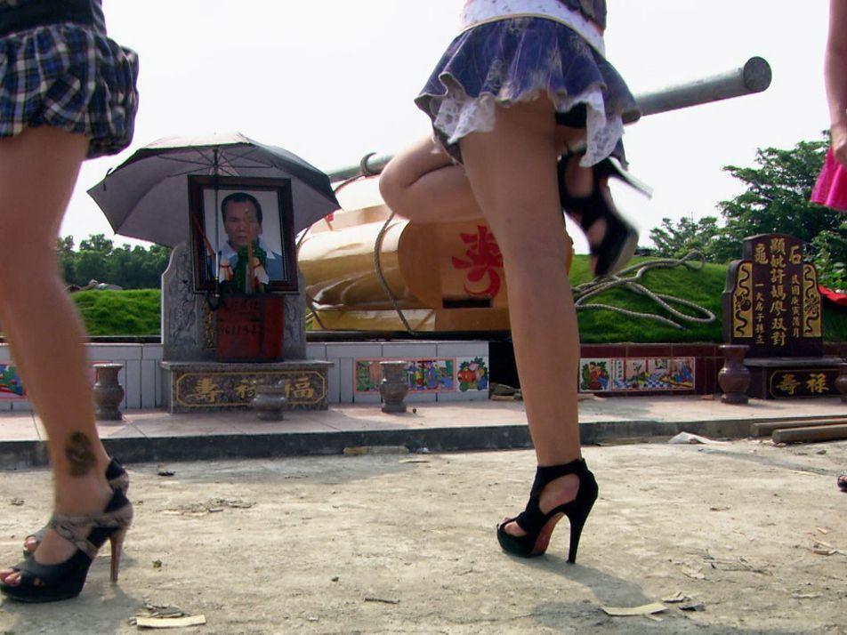 VÍDEO: Bailarinas eróticas en funerales, una arraigada tradición en Taiwán