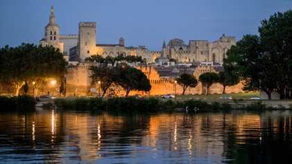 Explora el mayor palacio gótico de Europa, antigua residencia de papas
