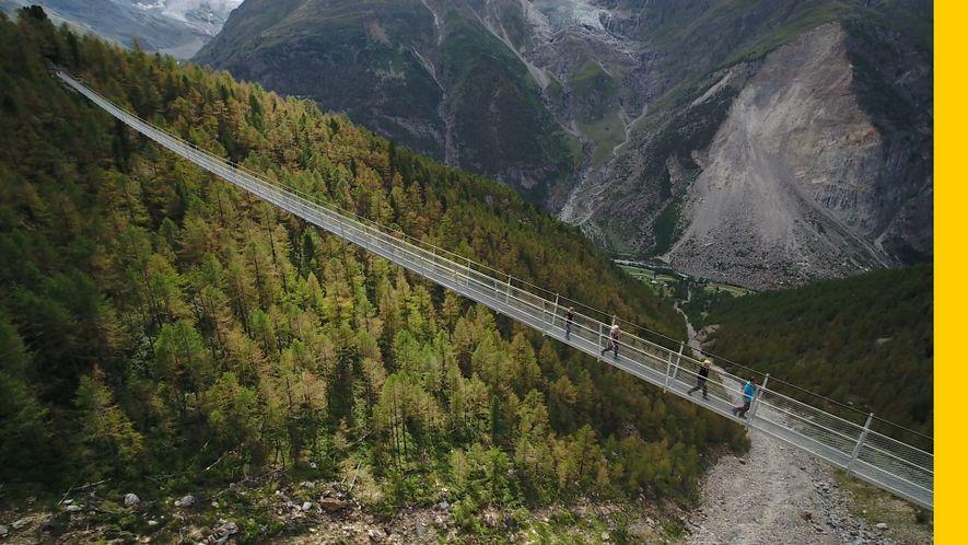 ¿Te atreverías a cruzar el puente colgante más largo del mundo?