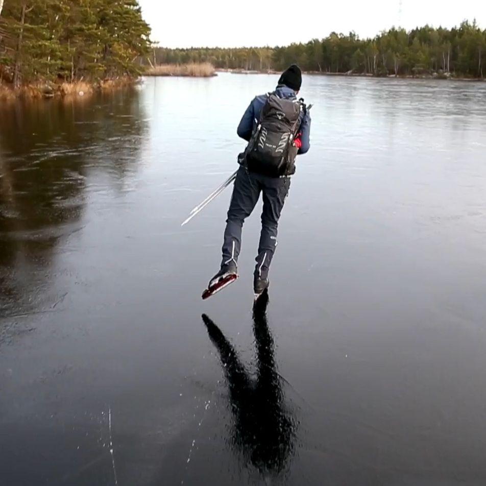 Escucha los sonidos sobrenaturales que produce patinar sobre hielo fino