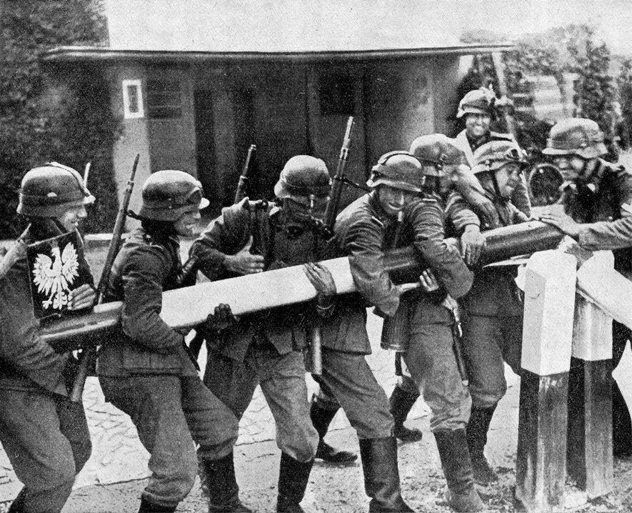 Las tropas de la Wehrmacht cruzan la frontera polaca en septiembre de 1939.
