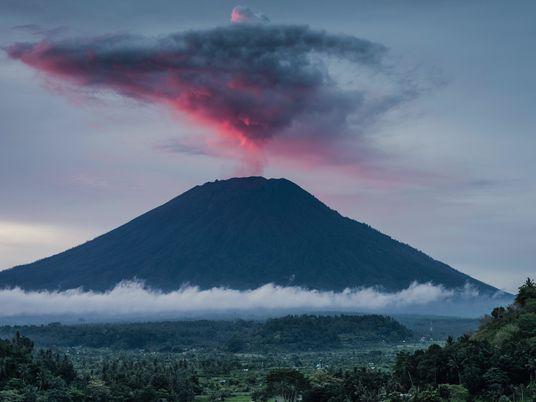 Los volcanes emiten anillos de humo y ahora sabemos cómo lo hacen