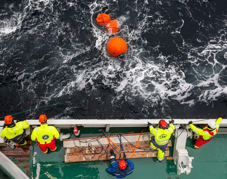 Los científicos recogen el instrumental del estrecho de Fram.