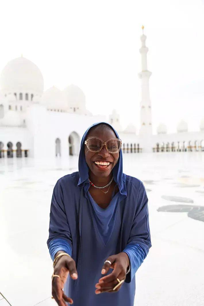 Jessica en la mezquita Sheikh Zayed