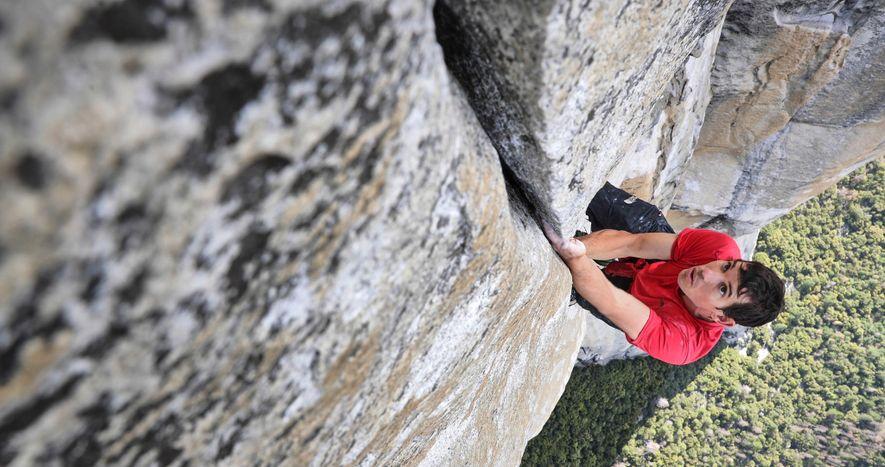 El escalador en roca Alex Honnold entrena en Freerider para la primera escalada sin cuerdas de …