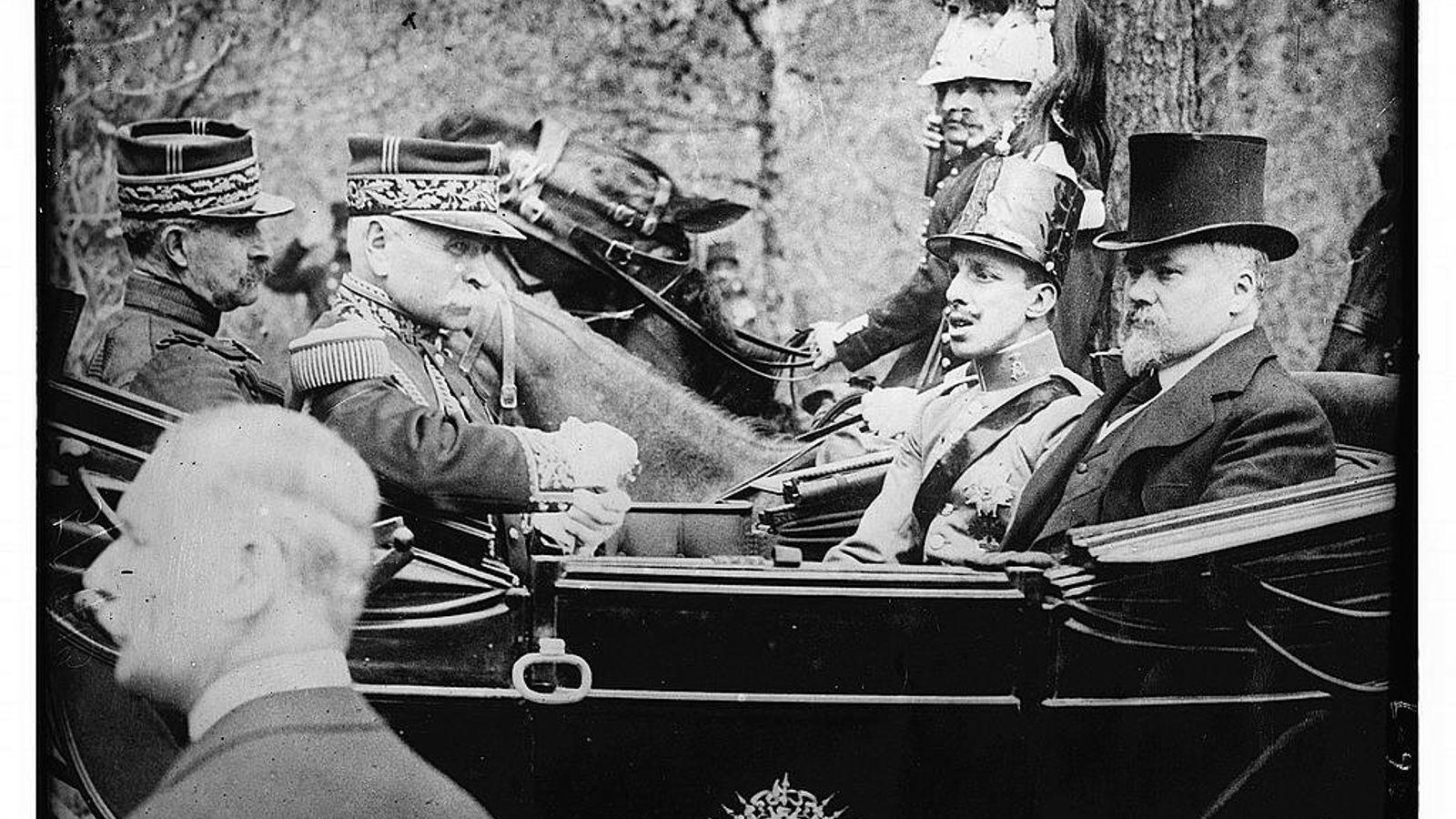 Alfonso XIII de visita en París en 1913, un año antes del inicio de la Primera Guerra Mundial. ...