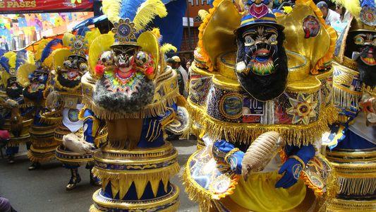En esta ciudad boliviana, convierten los armadillos en matracas de carnaval