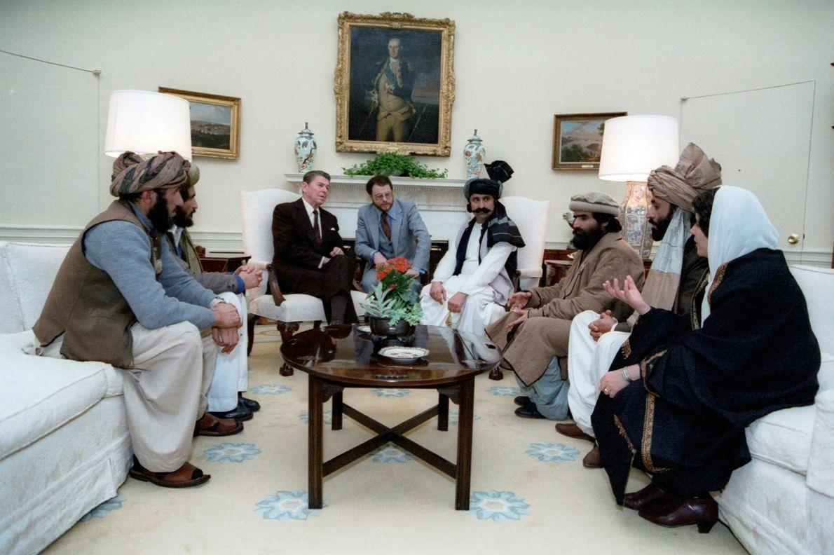 """Reagan se reúne con los """"luchadores por la libertad"""" afganos"""