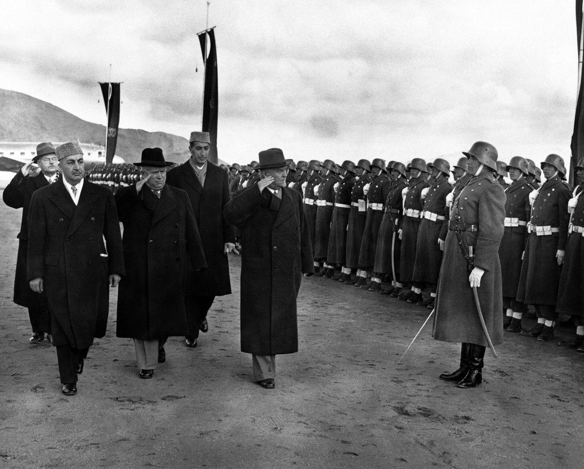 Líderes soviéticos vistan Kabul