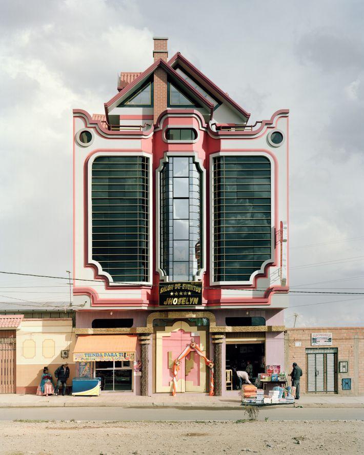 Edificio del estilo de Mamani