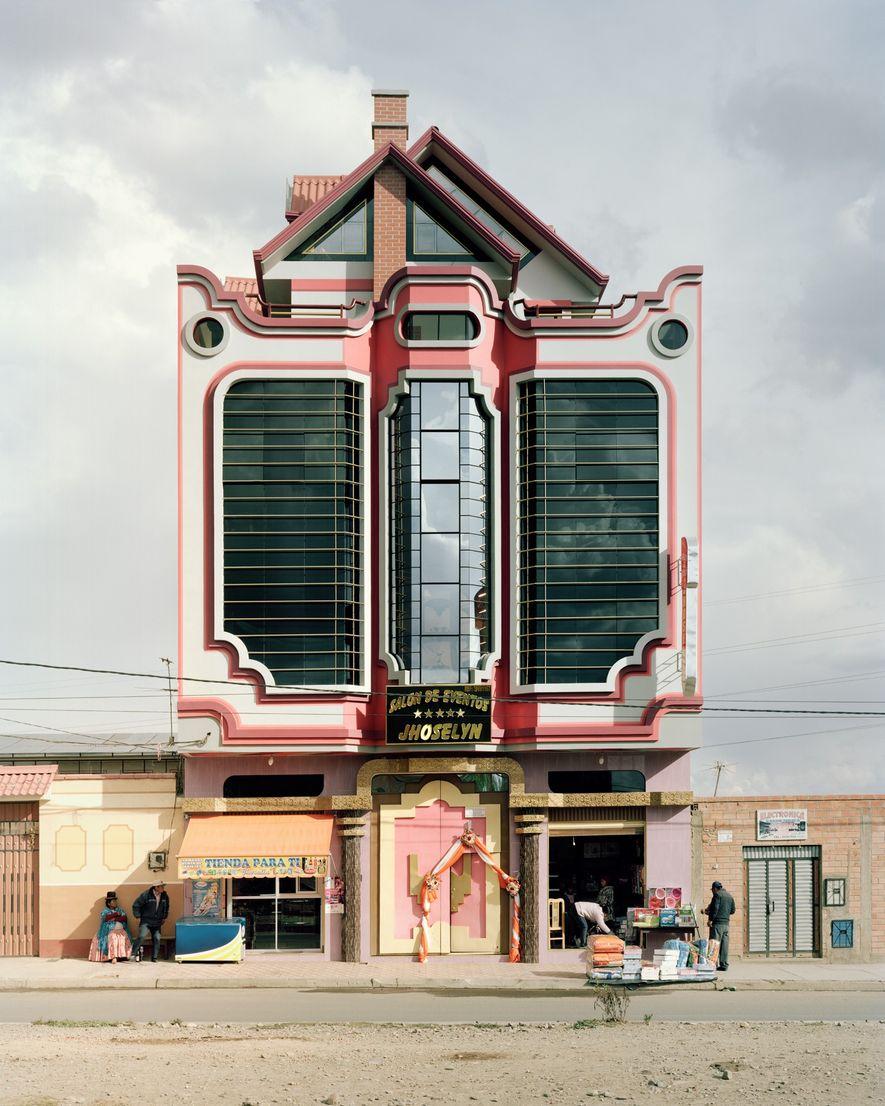 En El Alto han ido apareciendo edificios que tienen influencia del estilo de Mamani.