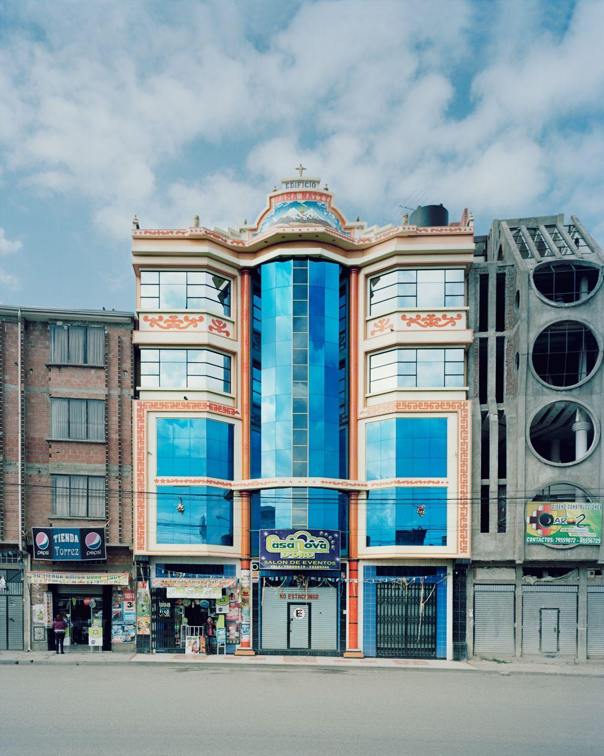 Edificios del estilo de Mamani