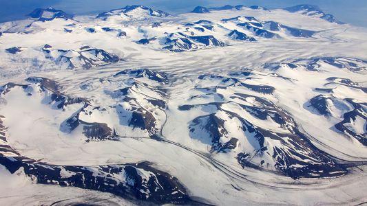 Hallan fragmentos diminutos de plástico en la nieve del Ártico