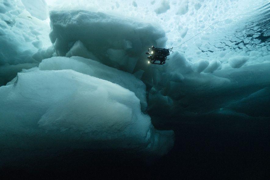 Un vehículo remoto de la NASA investiga las aguas bajo mantos de hielo plurianuales del océano ...