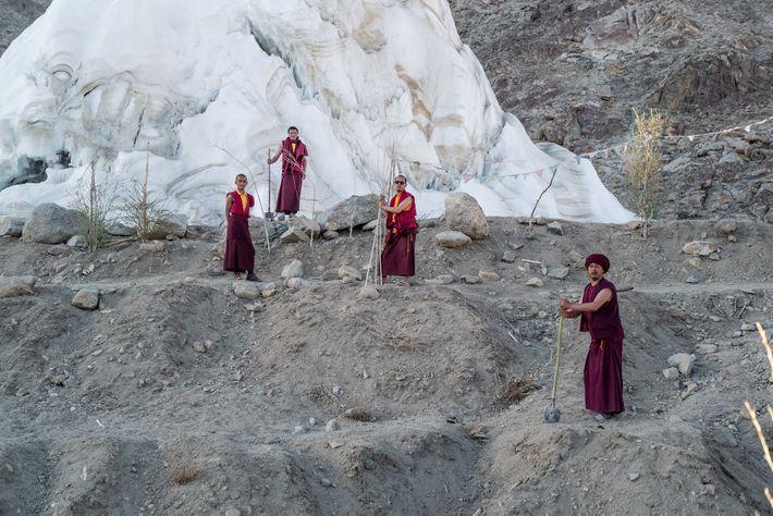 Monjes del monasterio de Phyang