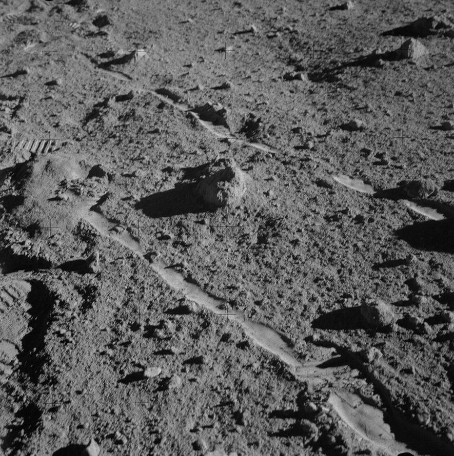 El astronauta Alan Shepard de la Apolo 14 sacó esta fotografía de la roca conocida como ...