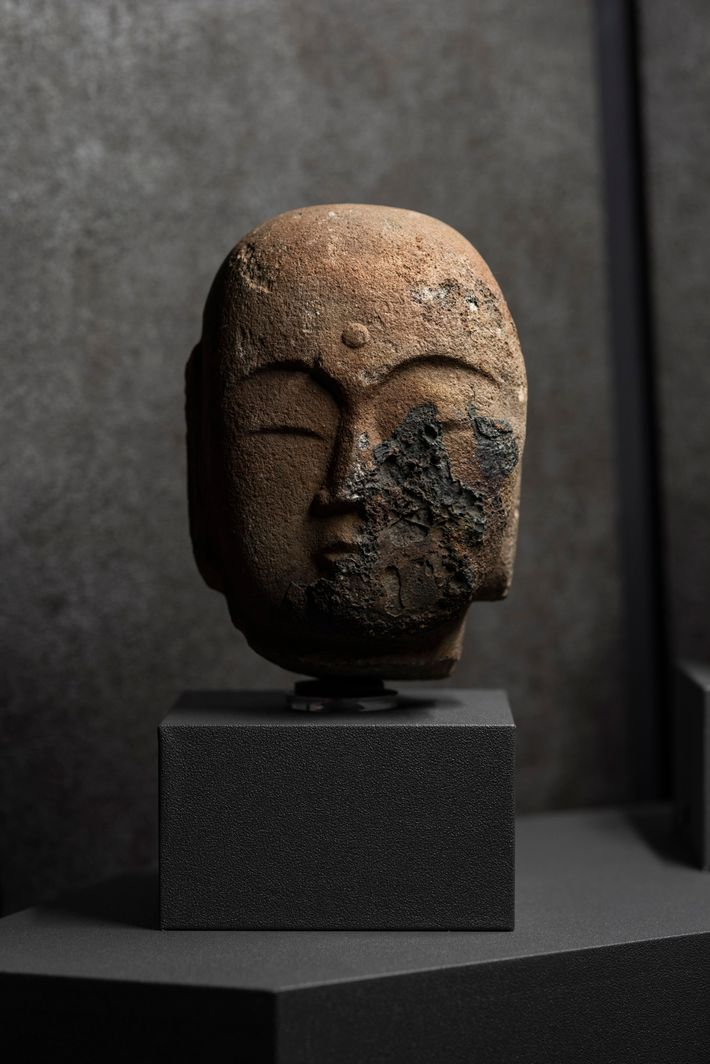 Estatua chamuscada de Buda